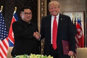 """트럼프 """"김정은 터프가이"""" 칭찬 논란…美언론서 """"北인권 경시"""""""
