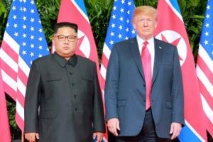 """북미 단독회담서 전화번호 교환…""""트럼프 덕에 핵단추 없앴다"""""""