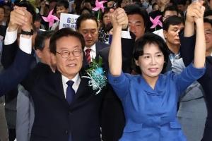 """이재명 인터뷰 논란 """"오만한 태도 충격"""" vs """"그럴 수도 있지"""""""