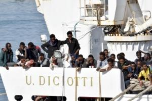 마크롱 프랑스 대통령, 반(反)난민 이탈리아 정부 비판...EU 또다시 분열