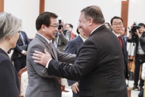 [서울포토] 서훈 국정원장과 인사하는 폼페이오 미국 국무장관