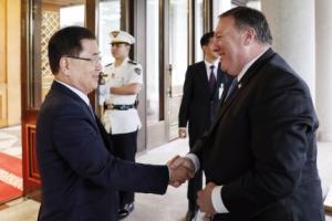 [서울포토] 정의용 안보실장과 인사하는 폼페이오 미국 국무장관