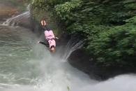 코스타리카 높이 30m 절벽서 뛰어내리는 사람들