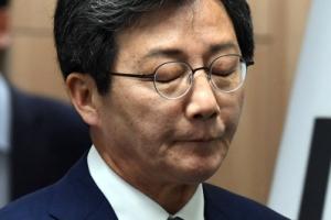 [서울포토] 유승민 '질끈 감은 눈'