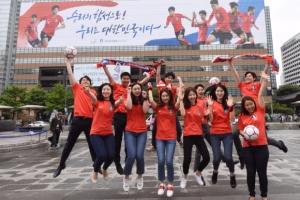 [포토인사이트] 월드컵 응원하는 초대형 현수막…'대한민국 화이팅!'