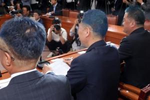 [포토] 민주당 이번에 남성 의원들 '파란머리' 변신
