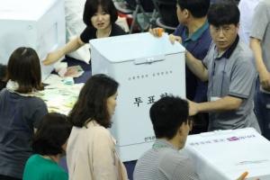 개표소 무단진입한 자유한국당 후보 사무장 검거