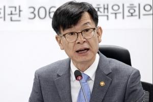 """김상조 """"비상장 계열사 주식 즉각 처분하라"""" 경고"""