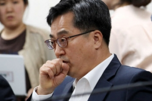 """[고용 쇼크] 김동연 """"고용동향 충격적… 경제팀 모두 책임"""""""