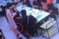 식당 여종업원 스커트 속 촬영하다 걸린 몰카범