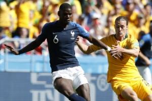 프랑스 포그바 행운의 결승골 힘입어 호주에 2-1 승리