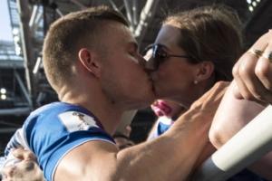 [포토] 아이슬란드 영웅의 달콤한 키스
