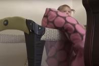 생후 22개월 아기의 침대 탈출법
