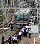 일본 오사카 지진에 철길…