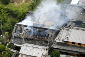 [포토] 일본 오사카 지진…불에 타는 가옥
