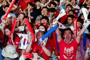 """[서울포토] """"대~한민국!"""" 붉은악마들의 열띤 응원"""