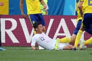 """[월드컵] 김민우 파울은 '프로토콜 PK'…""""상대 선수 배려 부족"""""""