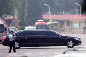 [포토] '김정은 전용차량' 베이징 공항 빠져나가…세번째 중국 방문