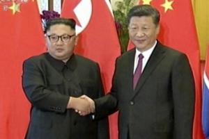 """김정은 '미·중 균형외교'… 시진핑 """"정세 변해도 北 지지"""""""