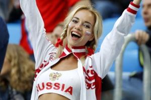 [포토] '너무 행복해요~' 승리 만끽하는 러시아 여성팬