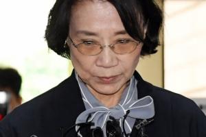 [서울포토] 핼쑥해진 모습으로 법원 출석하는 이명희