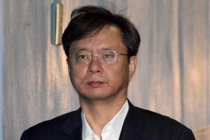 [서울포토] 헝클어진 머리로 법정 향하는 우병우