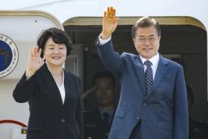 문 대통령 러시아 출발... 남북러 3각 협력·비핵화 지지 촉구