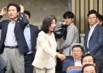 자유한국당 의원총회에 참…