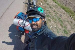 메시 보겠다며 자전거 타고 모스크바 가는 인도 수학 강사