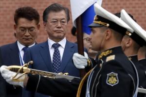 [포토] '방러' 문재인 대통령, 무명용사의 묘 추모행사 참석