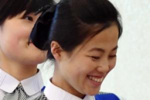 [서울포토] 미소가 아름다운 북한 접대원
