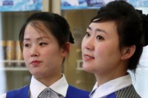 [서울포토] 눈길끄는 미모의 북한 금강산호텔 접대원들