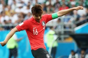 대표팀 주장 기성용 '목발'... 27일 독일전 출장 '불투명'