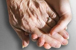 20세 연하남 산재연금 받으려 혼인신고한 90대 여성