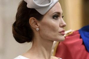 [포토] 모자로 멋낸 안젤리나 졸리