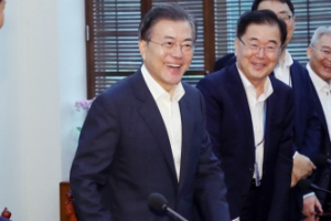 [서울포토] 건강한 모습으로 돌아온 문 대통령