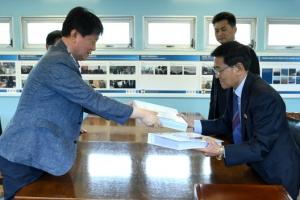 남북, 이산가족 생사확인 의뢰서 교환… 南 250명·北 200명