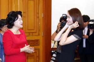 소녀시대 윤아, 김정숙 여사 만나…청와대 초청된 이유는?