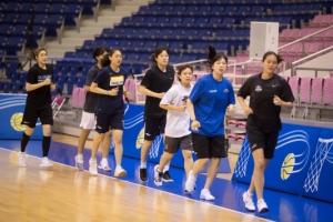 [서울포토] 남북통일농구, 평양 체육관 달리는 여자농구 선수단