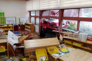 유치원으로 돌진한 승용차… 어린이 등 20명 부상