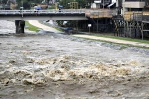 日 태풍·장마 영향 곳곳서 '비 폭탄'…16만명 피난지시