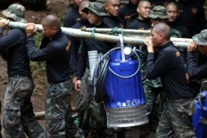 태국 동굴소년 2주만의 탈출, 4개 침수구간 통과가 관건