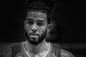 NBA 새크라멘토에서 뛰었던 허니컷 총격전 끝 자살