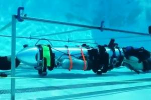 [영상]일론 머스크의 소형 잠수함, 태국동굴 소년 구조에 쓰일까