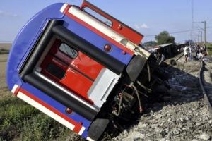 터키 열차 탈선… 최소 24명 사망·338명 부상