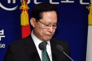 [서울포토] 굳은 표정으로 기무사 관련 발표하는 송영무 국방