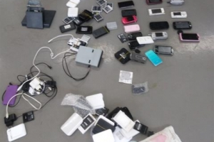 경찰 두 번 수색했다던 드루킹 '산채'…특검 조사서 휴대전화 무더기 발견