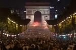 환호하는 파리 시민들
