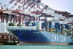 """국민 불편·기업 희생 아랑곳 않는 트럼프… 中 """"WTO 제소"""""""