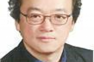 김수영 출판문화진흥원장 임명…전임 낙하산 논란 8개월 만에